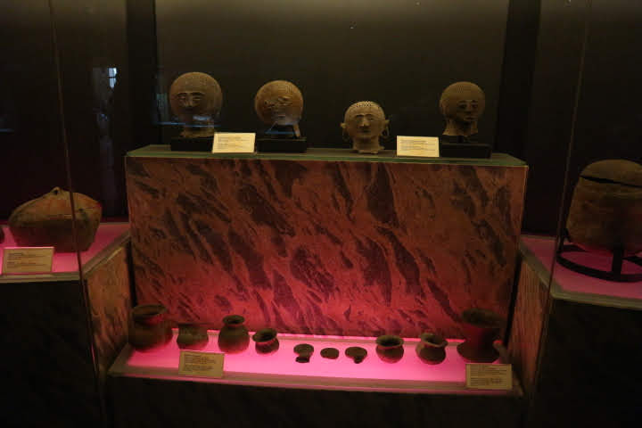 洞窟部屋展示室発掘品
