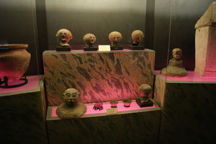 洞窟部屋展示品
