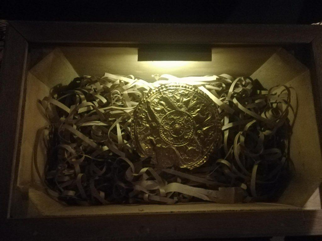 アヤラ博物館黄金の胸当て