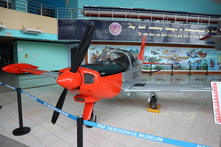フィリピン空軍博物館SF-260WP