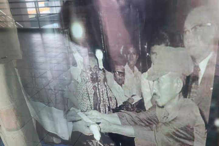 フィリピン空軍博物館小野田さんマルコス大統領に降伏