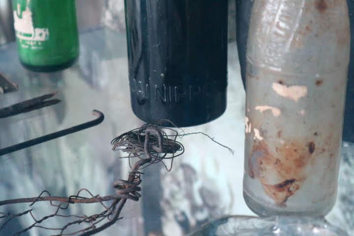 フィリピン空軍博物館小野田さん利用炊事道具ビン