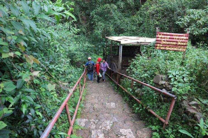 スマギン洞窟階段