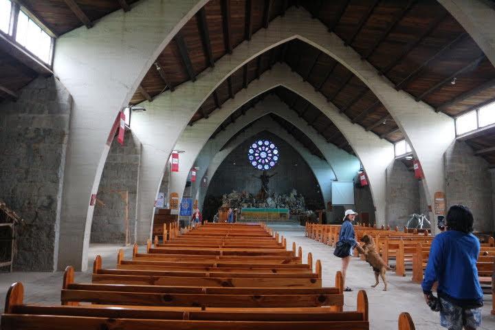 セイントメアリー教会内部