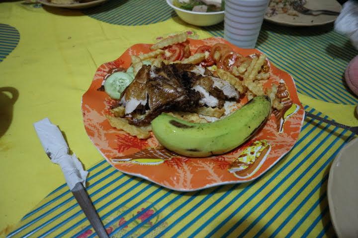 バナウェPeoplesLodgeレストランフライドチキン