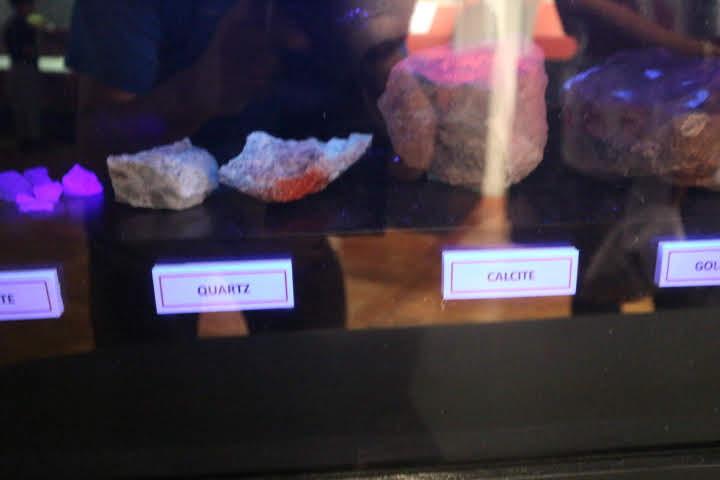 ギャラリー3光る石