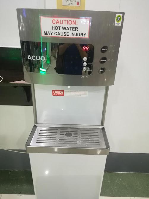 ターミナル4待合室給水器