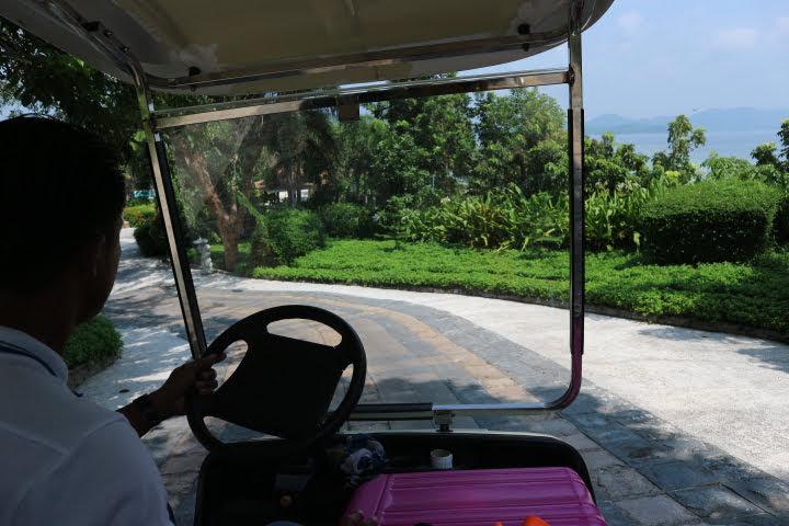 Sunlight Eco Tourism Island Resortゴルフカート