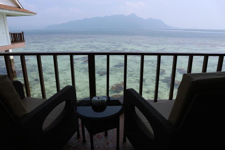 Sunlight Eco Tourism Island Resort水上コテージバルコニー
