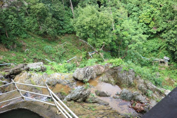タマラオ滝リゾートプール地すべり崩壊
