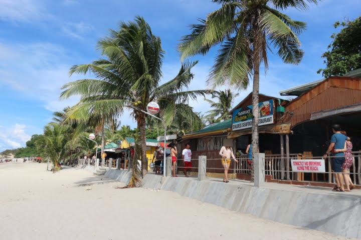 WhiteBeachビーチ沿いお店
