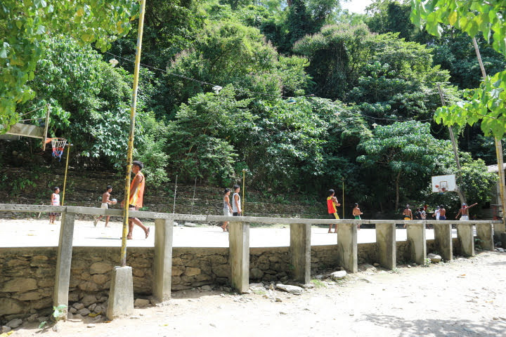 Talipanan村バスケコート