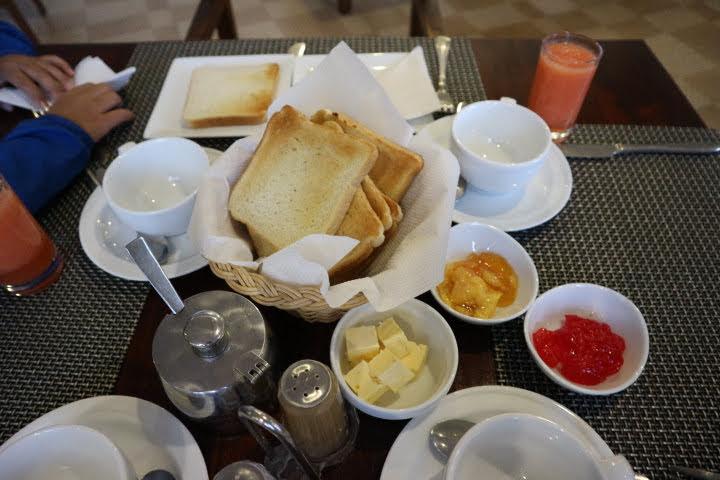 ヌワラエリヤホテル朝食