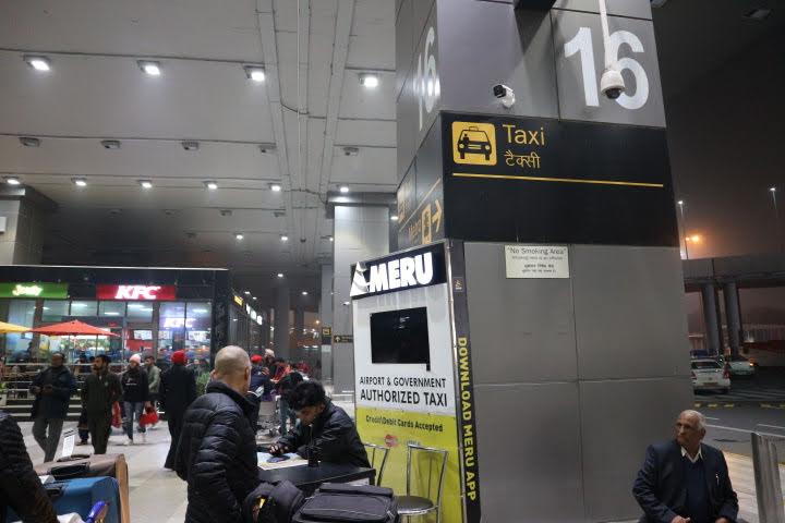 デリー空港MERU CAB