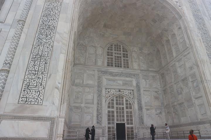 タージマハル廟の入り口