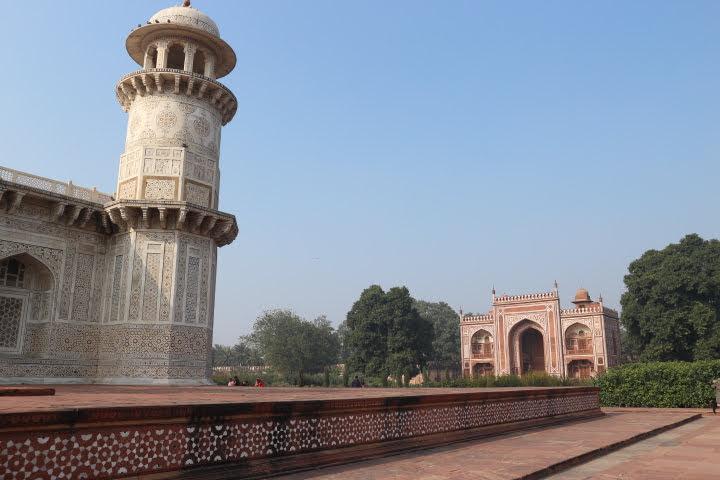 イティマード・ウッダウラ廟 両サイドにモスク
