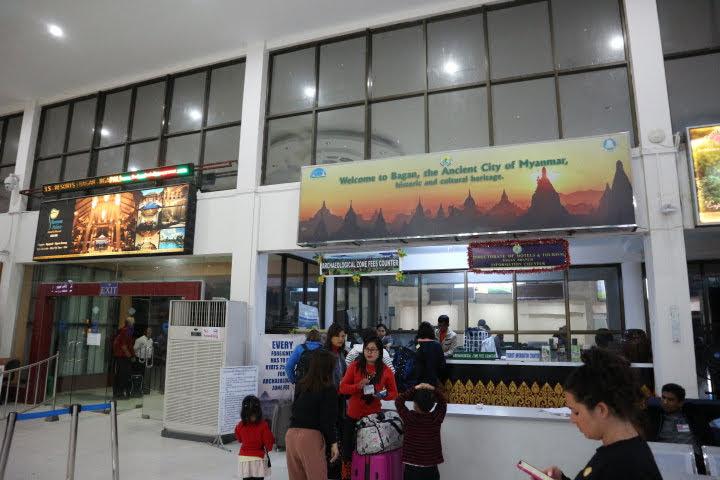 ニャンウー空港バガン入域料支払い