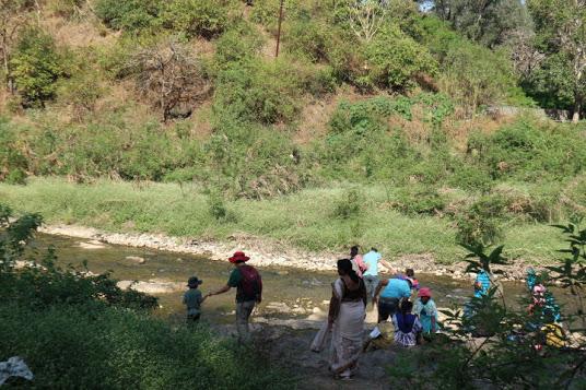 Ajanta遺跡川遊び