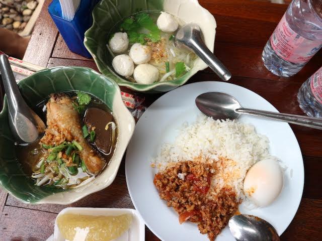 タイ国立博物館カフェで食事