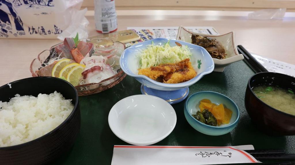 佐渡汽船ターミナルで食事